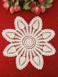 <英国ハンドメイド>大輪のお花♪ベージュ色が美しい英国ビンテージのレースドイリー