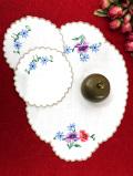 <英国ミッドセンチュリー>紫と赤のアネモネの刺繍♪カントリーなランチョンマット&コースターセット「3枚組」