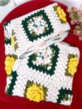 <英国ビンテージ>華やかなお色たち♪とても大きな手編みのお花のグラニーブランケット