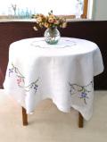 <英国ハンドメイド>超特大160cm×120cm♪上品なお花たちのアンティークリネン♪あたたかな手刺しゅうのとてもとても大きなテーブルクロス