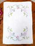<英国ハンドメイド>英国カントリーサイドの野の花たち♪アンティークリネンが優しいセンタードイリー