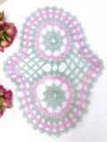 <英国ハンドメイド>淡いピンクと緑のお花♪英国ビンテージの大きなレースドイリー