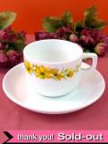<イギリス・パイレックス>黄色い野の花が優しいカップ&ソーサー