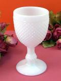 1950年代:たくさんの突起のデザインが優雅なミルクガラスのワイングラス「小」