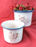 <英国ビンテージ>ピンクとうす紫のお花たち♪水色のラインが明るい鉢カバー「大小2個セット」