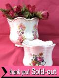 <英国ビンテージ>英国カントリーサイドのお花たち♪金彩も美しいロマンティックな鉢カバー「2個セット」