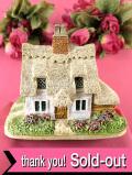 <Lilliput Lane>「Clare Cottage」♪茅葺きの大屋根と白い壁がラブリーな大きめの英国カントリーコテージのフィギュア「お箱&サイン入り証明書付」