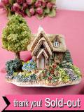 <Lilliput Lane>「WOODMAN'S RETREAT」♪大きな木のツリーハウスとたくさんのお花たちが素敵なとても大きな英国カントリーコテージのフィギュア