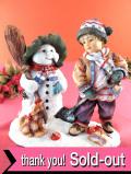 <クリサリスコレクション限定品>「Christine Haworth:WINTER PASTIME」スノーマンと雪遊びの少年の大きなフィギュア