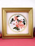 <英国ミッドセンチュリー>野バラとハニーサックルのお花♪英国カントリーサイドのシルク刺しゅうの額