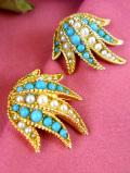 1950年代:ターコイズブルーと真珠色♪ゴールドプレートの金色の台座のお花のようなイヤリング