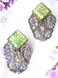 <英国コスチュームジュエリー>1940年代:緑色の結晶が美しいルーサイト♪素晴らしい透かし細工のイヤリング