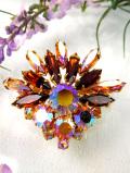 <英国コスチュームジュエリー>強い輝きのクリスタル♪キラキラ虹色のお花のブローチ
