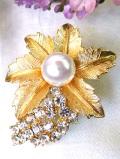 <英国コスチュームジュエリー>金色のお花♪クリスタルガラスが立体的に輝くとても豪華なブローチ