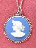 <英国スターリングシルバー:ウェッジウッド>優雅な女神様の横顔のレリーフ♪上品なブルージャスパーのまあるいネックレス
