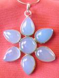 <英国スターリングシルバー>1950年代:水色のヨーロピアンガラスのお花♪上品で美しい英国ビンテージの大きなネックレス