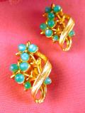 <英国ビンテージ>ペパーミントグリーンのお花たち♪ヨーロピアンガラスと金色がきれいなイヤリング