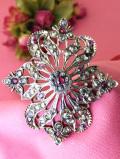 <英国スターリングシルバー>赤色の輝きが美しいルビー♪透かし模様の銀細工が豪華な英国の大きなブローチ