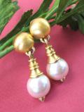 <英国コスチュームジュエリー>1960年代:真珠色に輝く大粒のフェイクパールが美しいアートフルなイヤリング