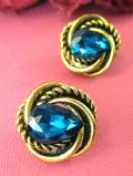 <英国コスチュームジュエリー>1960年代:深い青の光♪大粒のクリスタルが輝く金色のイヤリング