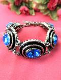 <英国コスチュームジュエリー>1960年代:5つの美しい青色のヨーロピアンガラスの輝きが神秘的なブレスレッド