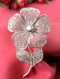 <英国スターリングシルバー>1960年代:素晴らしい銀細工♪フィリグリーシルバーが優雅な大きなお花のブローチ