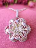 <英国スターリングシルバー>銀色に輝くお花♪フィルグリーシルバーの立体的なお花のネックレス