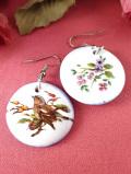 <英国ミッドセンチュリー>森の野鳥さんと野の花たち♪陶器細工のリバーシブルのピアス