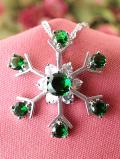 <英国ミッドセンチュリー>緑色の雪の結晶♪キュービックジルコニアとシルバープレートのロマンチックなネックレス