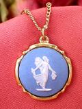 <ウェッジウッド:ゴールドプレート>優雅に踊る女神様♪金細工が美しいブルージャスパーのネックレス「当時のお箱付き」