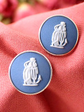 <ウェッジウッド:英国スターリングシルバー>ブルージャスパーの女神様の素晴らしい銀細工のピアス「専用のお箱&パンフレット付き」
