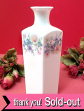 <廃盤レア♪ウェッジウッド>「ANGELA」♪繊細で優しい色調のお花たちのスクエアなフォルムのフラワーベース