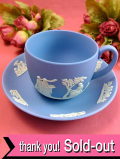<ウェッジウッド>たくさんの女神様と天使たち♪貴重なブルージャスパーのカップ&ソーサー「ディスプレイスタンド付」:通常価格12900円→