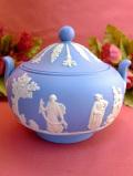 <ウェッジウッド>優雅なブルージャスパー♪まあるいフォルムのポーセリンBOX