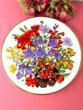 <ウエッジウッド:英国王立園芸協会>「Flowers of the Year Plate Collection」7月のお花♪華やかなユリのお花たちのとても大きな絵皿「壁掛けハンガー付」