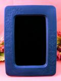 <WEDGWOOD>お花たちの型押し♪ポートランドブルーのような紺色の陶器の大きなフォトフレーム