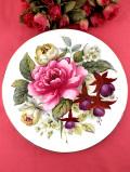 <英国ミッドセンチュリー>ピオニーとたくさんのお花たち♪たっぷりとした金彩が美しいとても大きな絵皿「プレートハンガー付」