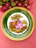 <フランス製:Limoges>憧れのリモージュ♪ガーデンで語り合う恋人たちの豪華な金彩のとても大きな絵皿「スタンド付」