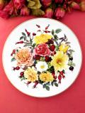 <THE ROYAL NATIONAL ROSE SOCIETY:限定品>「GOLDEN AURA」♪ローズヒップと満開のバラたちの絵皿「パンフ付」