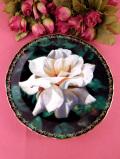 <BRADFORD:限定品>「Pure Poetry」♪大輪の白いオールドローズが美しい優雅な絵皿「プレートハンガー付」