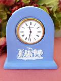 【30日間保証付】<ウェッジウッド>上品なブルージャスパー♪愛らしい天使たちの陶器の置時計「専用のお箱付」