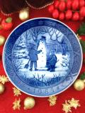 <デンマーク:ROYAL COPENHAGEN>「THE SNOWMAN」上品なブルー&ホワイトのクリスマス・プレート「1985年」
