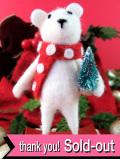 <英国流クリスマス:新品未使用品>クリスマスツリーを抱えたフエルトの揺れるロッキングシロクマさん