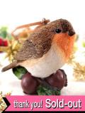 <英国流クリスマス>とても愛らしい♪どんぐりの上に乗ったクリスマスロビンさんのオーナメント