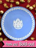 <英国流クリスマス:WEDGWOOD>1995年♪素晴らしいブルージャスパーの3人の天使の大きなクリスマス・プレート「プレートハンガー付」