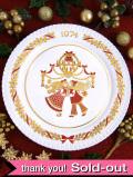 <英国流クリスマス>「1974年:スポード限定品」♪大きなデコレーションと男の子と女の子の豪華な金彩のクリスマス・プレート「プレートスタンド付」