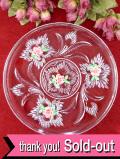 <英国ビンテージ>1950年代:立体的なガラス細工とピンク色のお花♪アンティークガラスのとても大きなお皿:通常価格3880円→