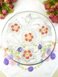 <英国ビンテージ>1950年代:立体的なガラス細工と赤いお花♪アンティークガラスのとても大きなお皿