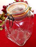 <イタリア製>ぽったりとしたガラスがきれい♪美しいフォルムのふた付保存ジャー