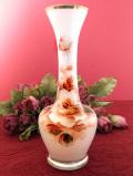 <英国ビンテージ>優雅なバラのお花♪ぽったりとしたホワイトガラスのアートフルなフラワーベース